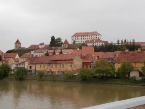 Ptuj látképe a Dráva partján